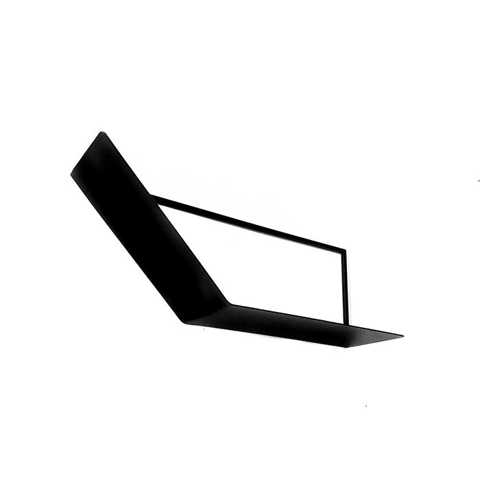 מדף מתכת מעוצב בסגנון נורדי