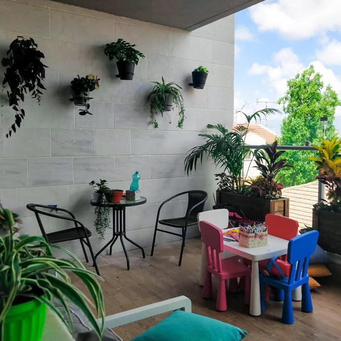 מתקנים לעציצים לתלייה על כל קיר - עמידים בכל תנאי האקלים